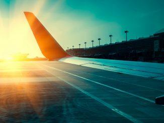 Avion pe pista